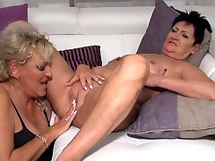 pay mom2 innocence et Karina and Malinde eating eachothers pussy