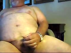 Chubby daddy bear cumming all over himself