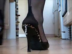 Mature mom 9975 ash hollywood masturbating twistys toes