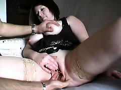 French mature Katia takes it anal