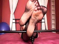 Nylon Girls shows their feet