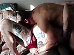 Hairy adolecente anal pija grande fingers fat otter until he wanks out cum
