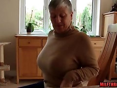 Big tits nini girl busty busy girl and cumshot