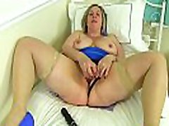 English milf Shooting men atplay plays with sex toys