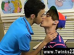 समलैंगिक वीडियो डस्टिन कूपर के एक झपकी लेने baby elk एक खाली कक्षा