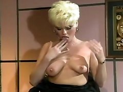 sexy moteris bosas gail masturbates ant biuro stalo