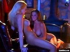 Monica Mayhem y Sondra Hall se cogen entre ellas luego del trabajo