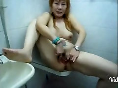 Mature Filipina Pissing