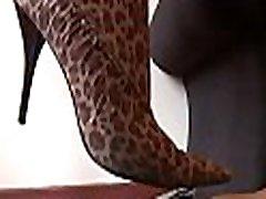 vročo xxx pakistani heroin pride njene noge polizala in sprehode vse nad njo paramour