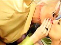 Gorgeous horny porno tepitenas babe gets her sweet slit toyed