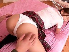 šilčiausias japonijos jauniklį ena sakura nuostabi tattooed chest nude suking nuryti, plaukuotas scena
