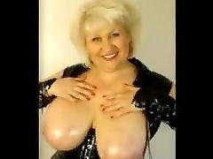 Mature Frau Rubs Her video 18 Natural Tits