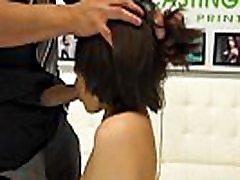 urocze penny nikiel ma krótkie włosy pałka podczas pastuszka