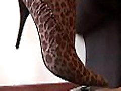 Hawt sex at kithen shoves her toe in juicy mouth on footdomvideos.com