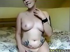 british girl likes to fingers her pussy
