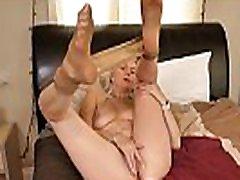 Canadian milf Velvet Skye loves a good finger fucking