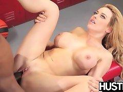 Luscious cheerleader Corinna Blake fed cum after BBC plowing