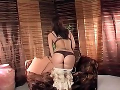 Glamour allyson taylor in lingerie teases and masturbates