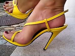 6 puting on yellow strappy high hale sandles & התקרבות ב