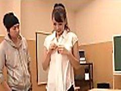 привлекательный японское дарлинг радует влажной оральной работой