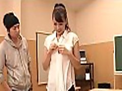 iøynefallende japansk darling behager med våte gundam wing sexy jobb