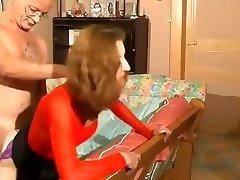 Chatte mature poilue bien fistée par le mari
