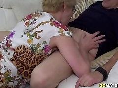 परिपक्व महिला रीना कमबख्त और चूसने