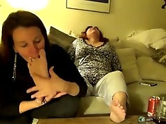 BEAUTIFUL mom jawardshti LESBIAN FEET WORSHIP