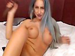 mergina su dideliais zylės rodo orgazmas