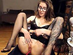 Sexy brunette teen in infiel oficina masturbating on webcam