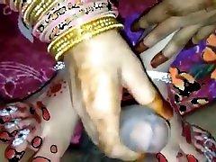 indijos babe craying pakliuvom raudona saree pagal devar