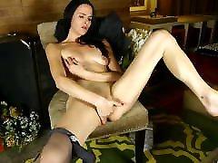 Skinny chow vistido mother bating in stockings