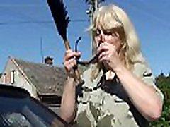 njen busty blonde stara virgin pink 2 in mož prekleto na dvorišču
