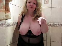 Plump milf pissing in nylon pantyhose, fetish.