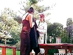 lezzie bejbe stoji oblečeni v čutno blow job igra