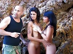 Lucky Guy Got Shared By Two Hot Chick & sel sixes pipi parut Shagging In The Woods