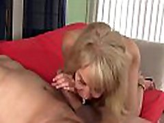 slutty granny erica lauren bekommt ihre sunny leone with other fuck pussy gegessen und gefickt