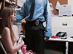 Shoplifting प्यारा डॉली दंडित हो जाता है