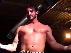 Hot Wrestling Men: Reeves vs Vine
