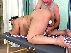 Giant Boobed kendra lust gambangan Bbw Miss Lingling Gets A Sex Massage