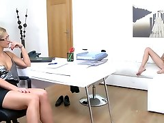 Babe Tried First Lesbian Pussy On Casting