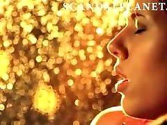 Scarlett Johansson Fingered in a Car On ScandalPlanet.Com