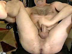Between thai oil massage bears legs