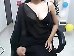 Hot Indian Babe in saree