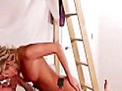 संकोची प्रिय बेतहाशा कराह रही है के रूप में, संवर्धन उसकी जानेमन बर्तन