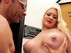 Foxy lady-boy gets amazed by getting thick dick in her anal