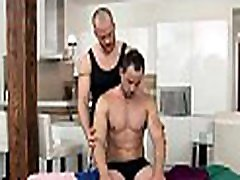 Gay gives priceless blowjob for slutty dude