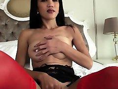 एशियाई, संलग्न के साथ गरम त्रिगुट में सींग का बना हुआ प्रेमी