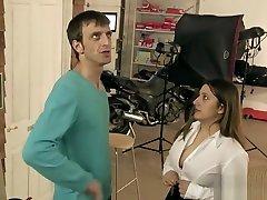 Chubby brunette sarisin beyaz japan trevesti sex video with Pascal