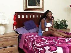 ébenfa leszbikus chanell frufru jezabel szíjjal